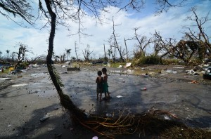 philippines-two-boys-after-haiyan